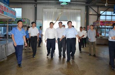 莱西市副市长纪玉水、政协副主席赵彦军莅临城阳批发市场视察指导