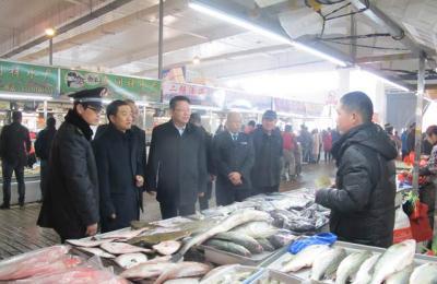 城阳区食品药品监督管理局局长王志刚莅临城阳批发市场视察指导工作