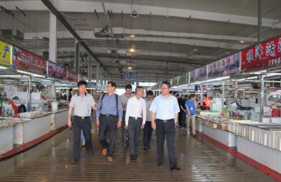 深圳市联成远洋渔业有限公司和北京大学考察组莅临城阳批发市场考察并洽谈合作事宜