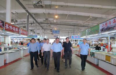 城阳区人大副主任焉峰率区人大科教文卫委员会部分成员莅临城阳批发市场视察调研食品安全开展情况