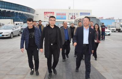 贵州省安顺市关岭县考察团莅临城阳批发市场考察对接农副产品产销合作