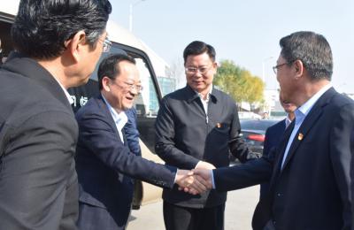 贵州省安顺市委书记曾永涛莅临城阳批发市场考察